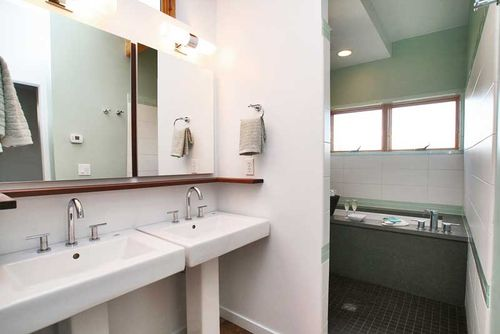 Green-cubed-bathroom