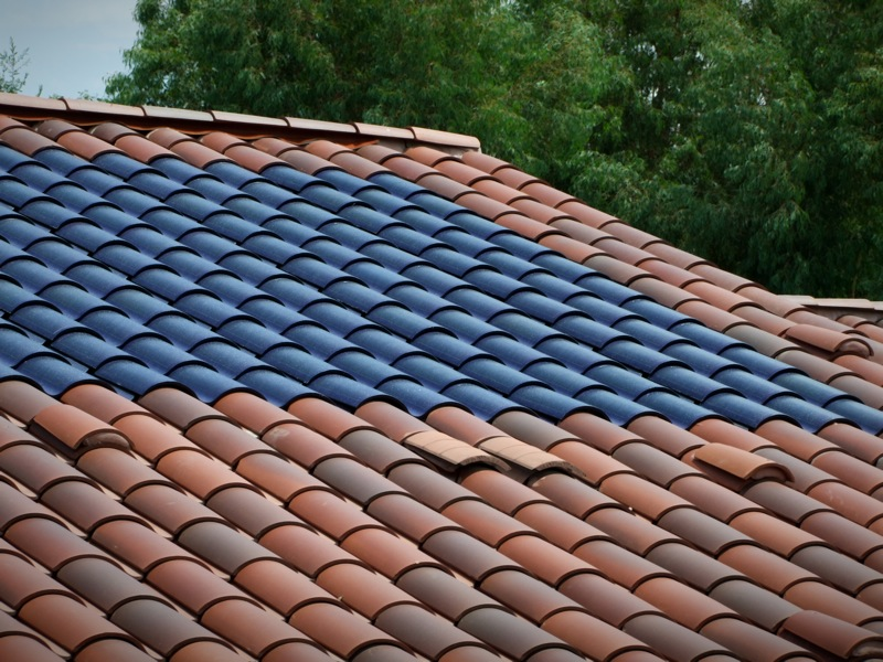 Jetson green clay roof integrated sol power tile for Clay tile roofs
