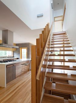 Hill-end-ecohouse-kitchen-stairs