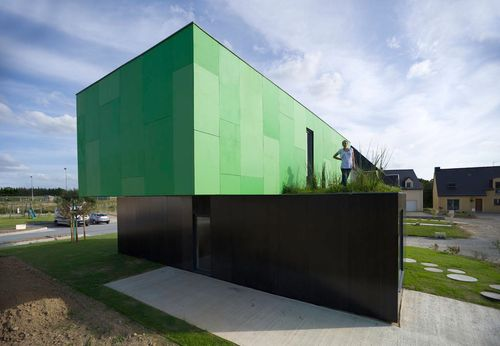 Crossbox-Javier-Callejas-door-to-green-roof