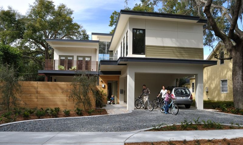 Jetson green modern eco courtyard house in florida for Building a house in florida