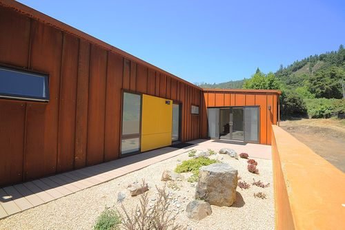 New-Camaldoli-Hermitage-Big-Sur-courtyard