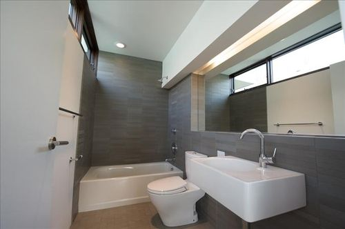 North-house-guest-bathroom