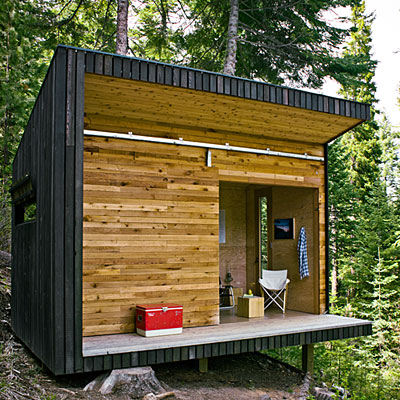 Jetson green modern off grid signal shed in oregon for Cabin in the woods oregon