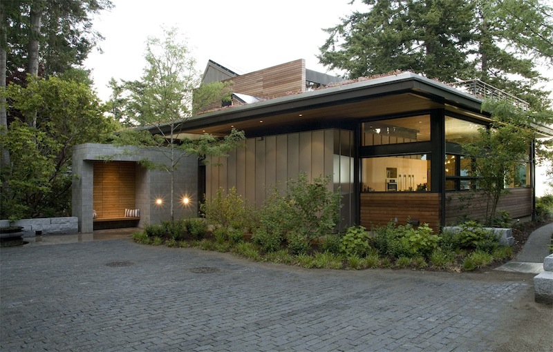 Jetson green ellis residence has a lush green roof for Sustainable house designs