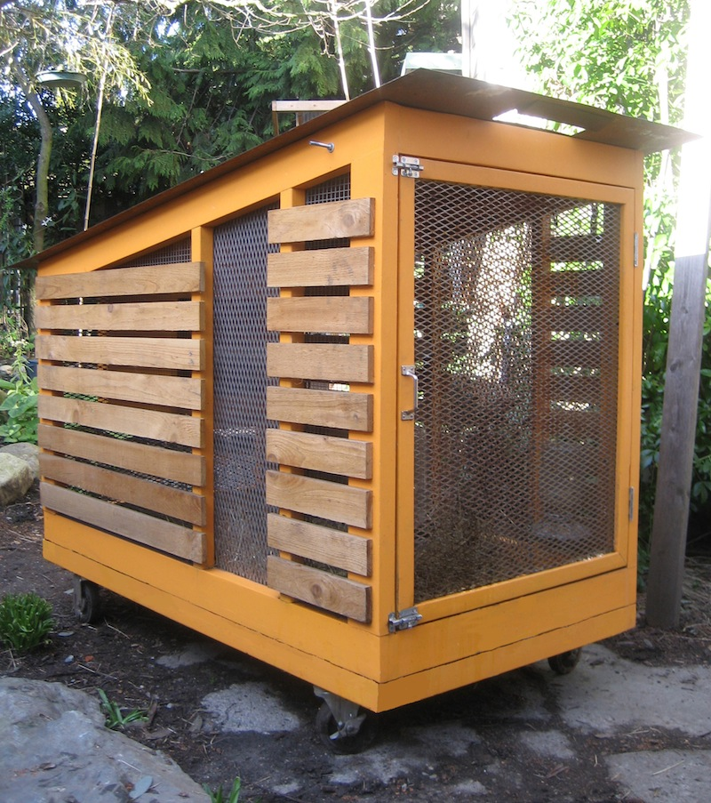 Modern chicken coop in urban seattle livemodern your for Mobile chicken coop plans