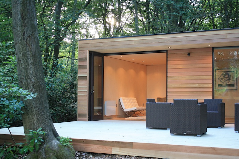 Jetson green efficient modern studio in the woods for Garden studio interiors