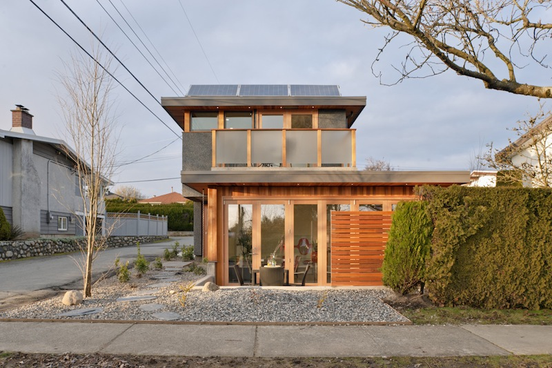 Jetson green net zero sips laneway house with solar for Netzero house