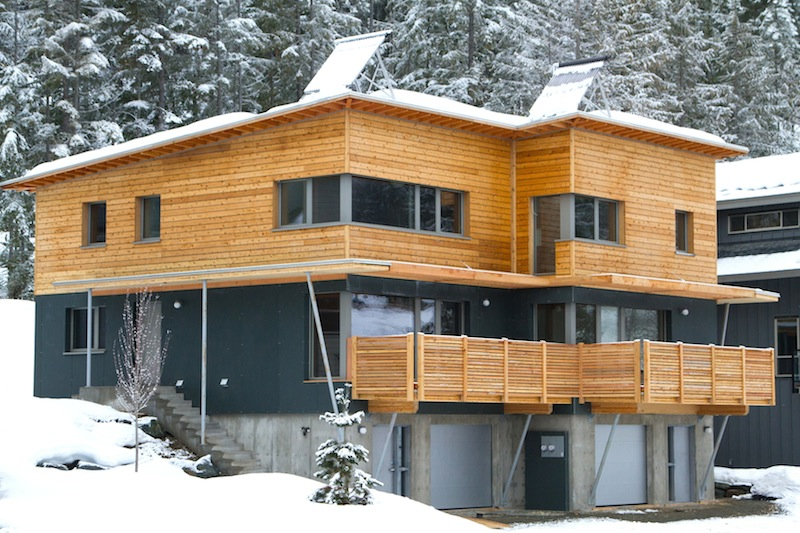 Jetson green passivhaus rainbow duplex in whistler for Eco homes canada