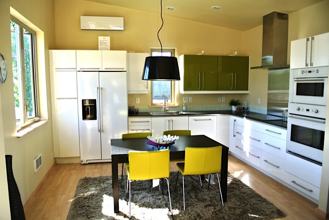 Jetson green prefab aktiv ideabox summer in the city for Prefab guest house with bathroom and kitchen
