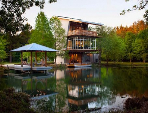 Pond House is Both Gorgeous and Super Efficient