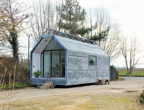 Shepherd's Hut That Surprisingly Light and Spacious