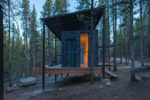 Jetson green students build cozy vacation cabins for Cabins in denver colorado for vacation