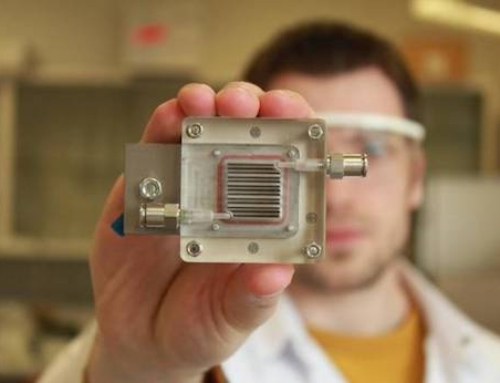 A Device That Purifies Polluted Air While Producing Hydrogen