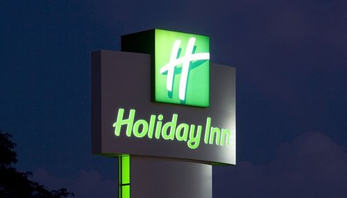 Holiday-inn-led-signage