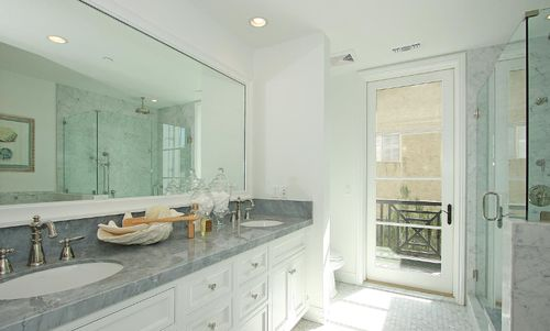 939-20th-street-bathroom