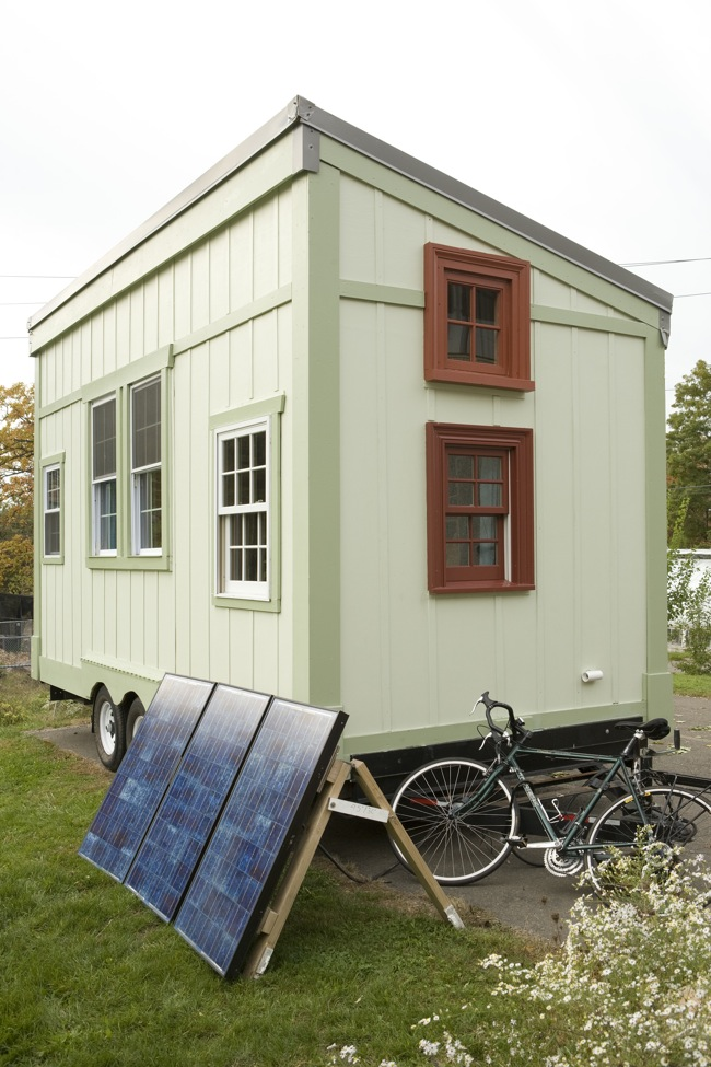 Jetson Green Yale Grad Student S Off Grid Tiny House