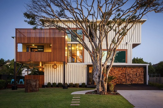 31-Shipping-Container-House-011-850x566