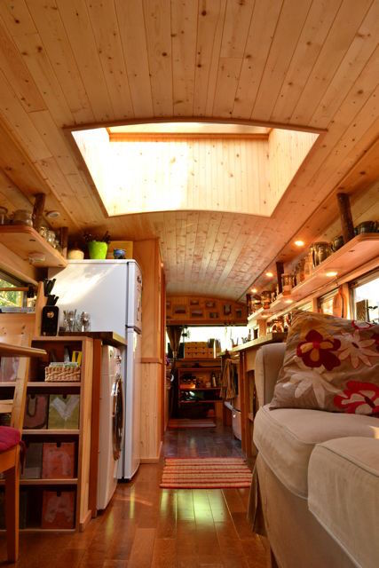 Jetson green couple transforms school bus into a full for Vivre dans un loft